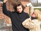 Morgens: Die fürsorgliche Mutter Carola föhnt ihrem Sohn die Haare.
