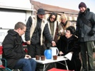 Besprechung mit Regisseur Andreas Robertz und Souffleuse Sigrid Schnegelsiepen-Sengül. Philip (Sohn) hat keine Lust mehr.